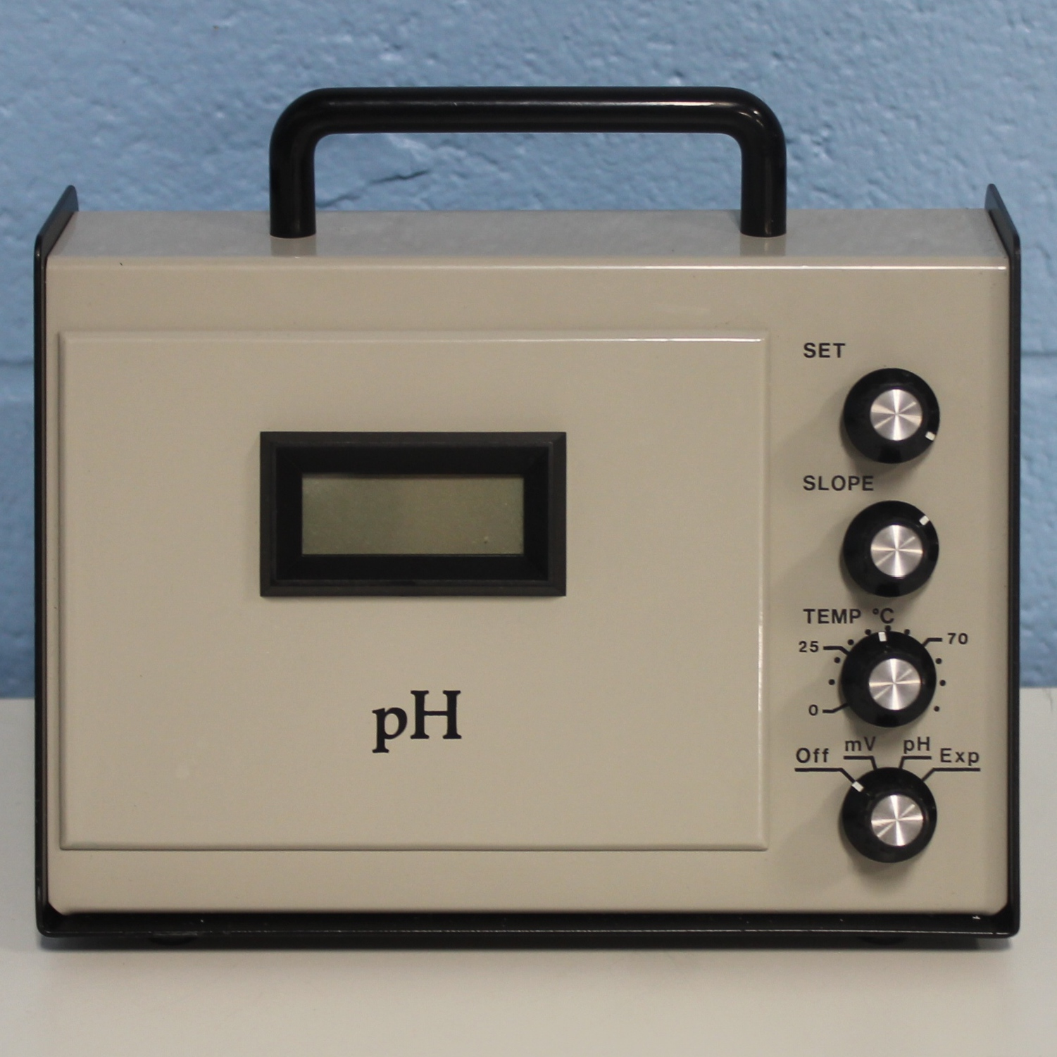 Digital pH/mV Meter Model 05996-60