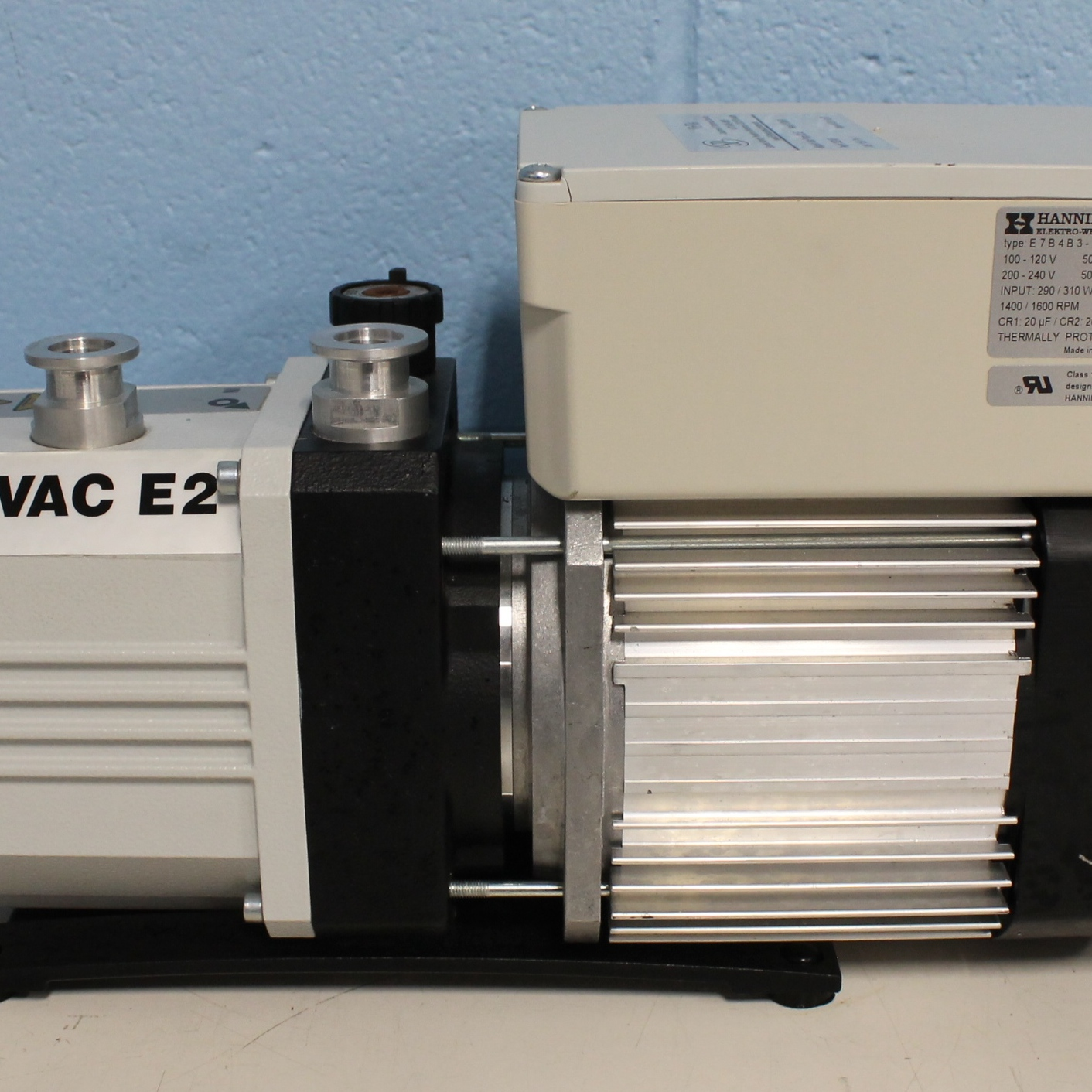 Trivac E - Two Stage Oil Sealed Rotary Vane Pump D2.5E Image
