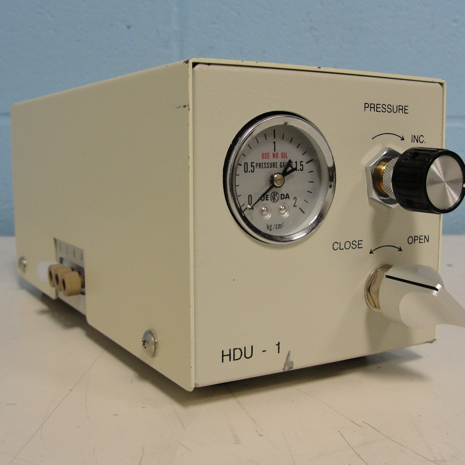 Shimadzu HDU-1 Helium Degassing Unit Image
