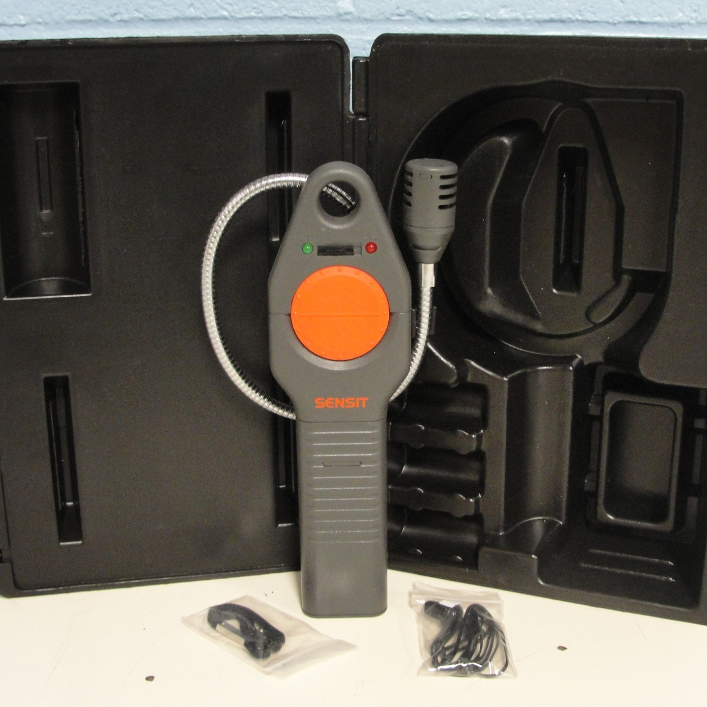 HXG-2 Gas Leak Detector with Case Name