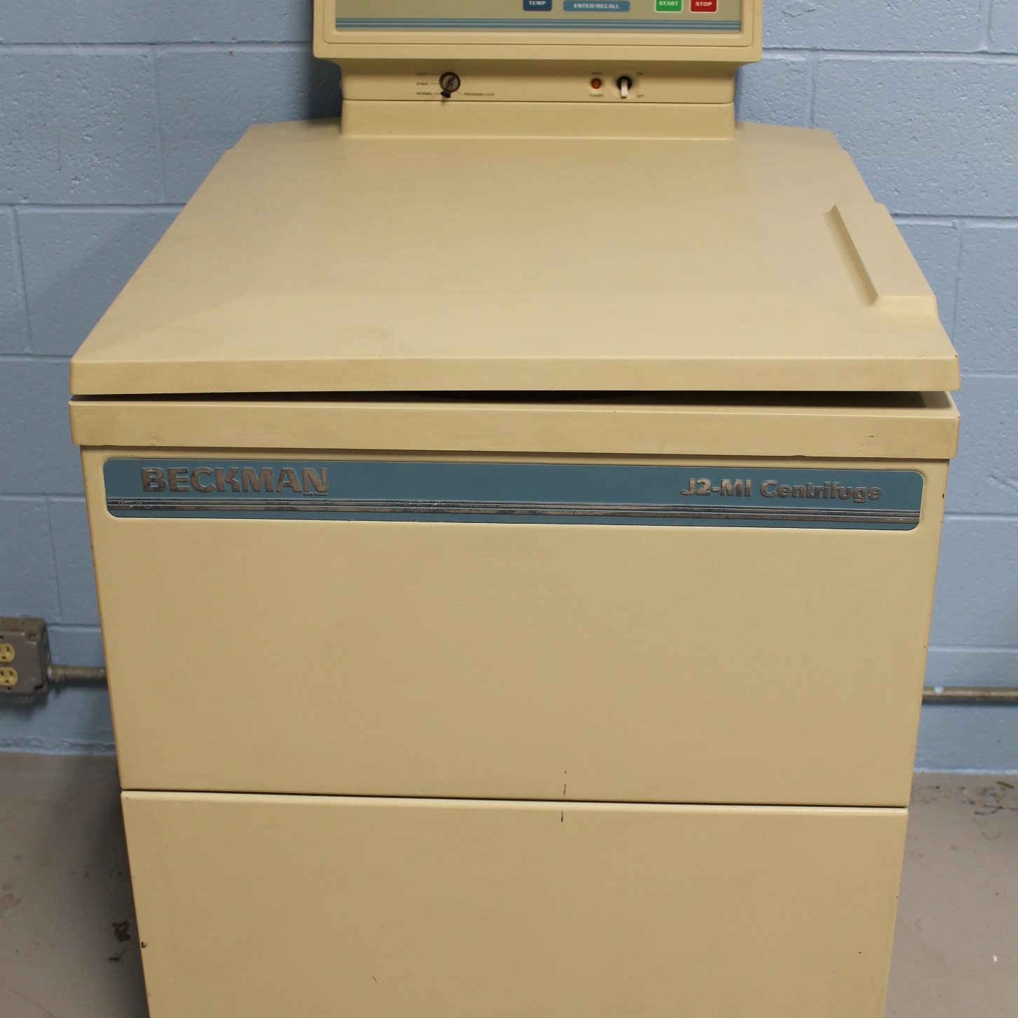 Beckman J2-MI High Speed Floor Centrifuge Image
