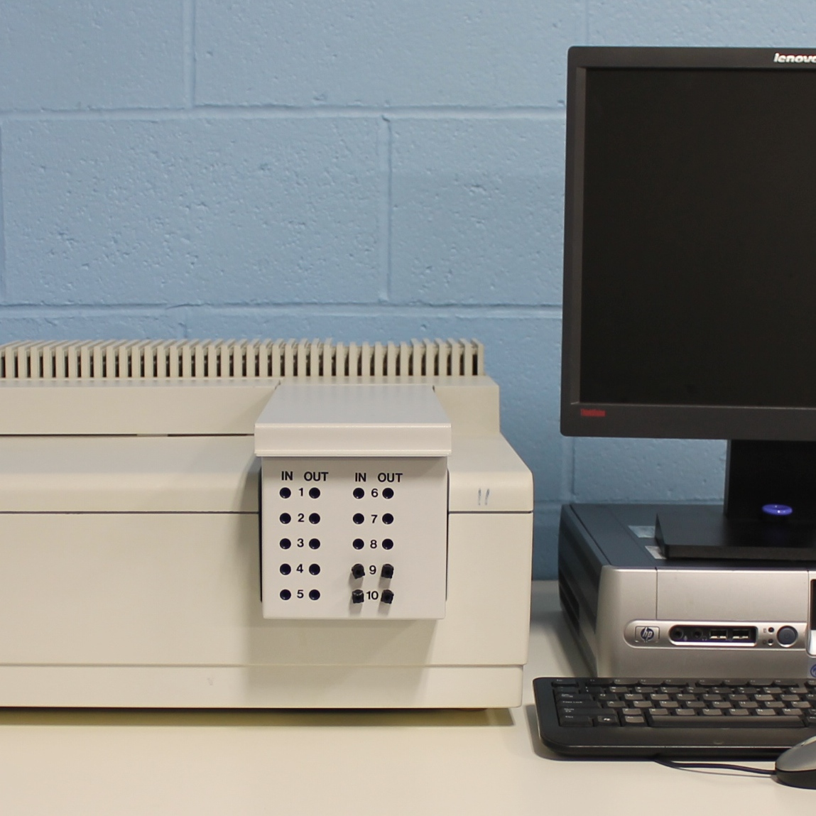 Lambda 40 UV/Visible Spectrophotometer with 8 quartz flow cuvettes P/N BUV40X00 Name