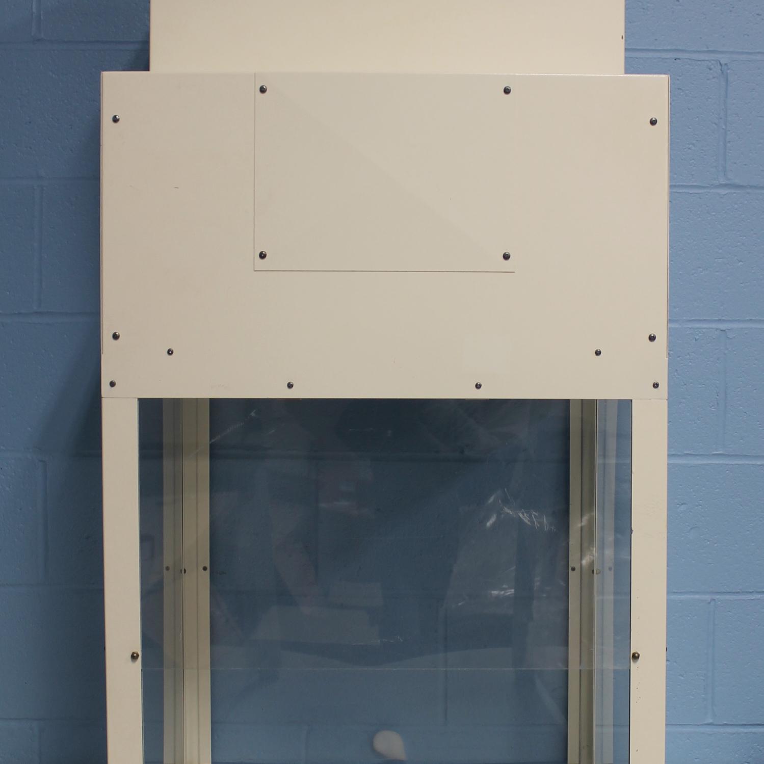 Envirco Laminar Flow Workstation, Model 10557 Image