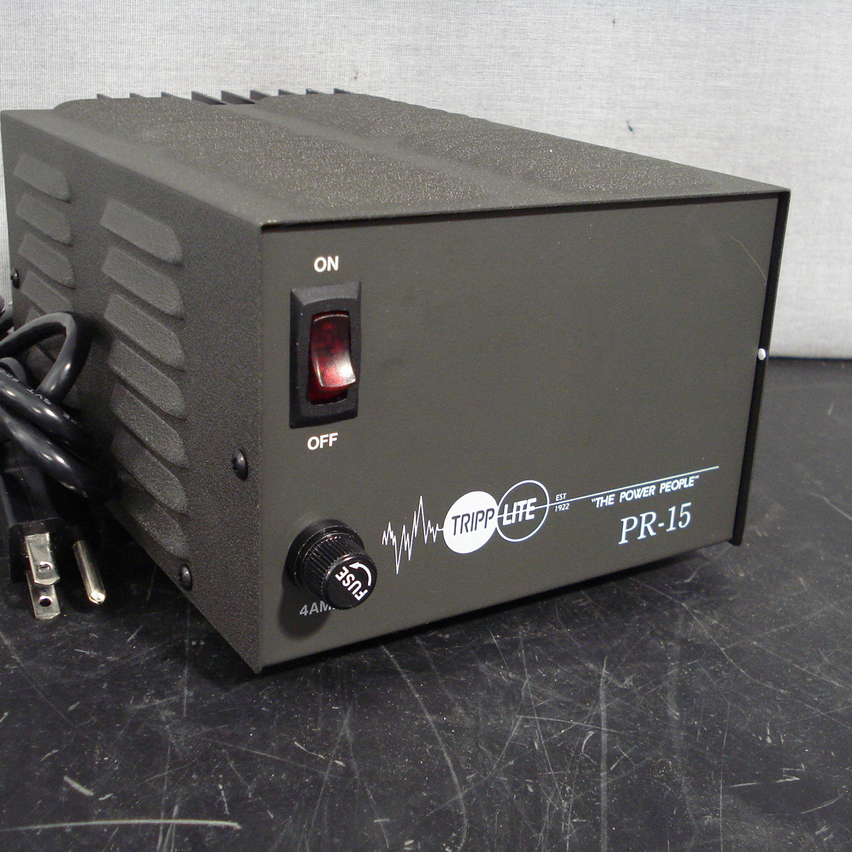 Tripp Lite PR-15B 13.8VDC 15Amp Power Supply Image