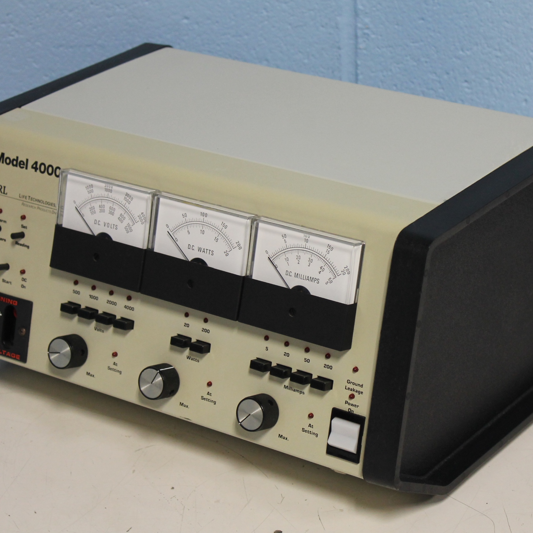 Life Technologies Inc. Power Supply Model 4000 Image