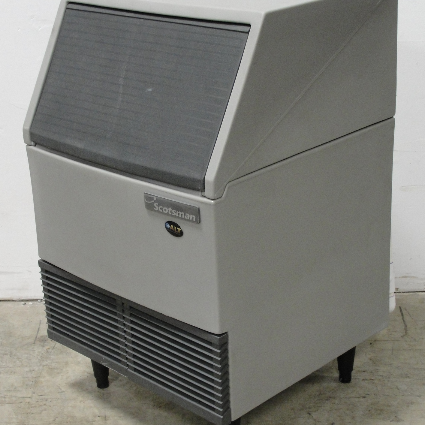 Scotsman SCE170A-1C Undercounter Air-Cooled Ice Maker Image