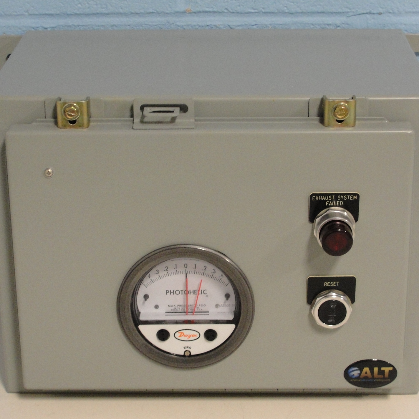 Series A3000 Photohelic Differential Pressure Switch/Gage