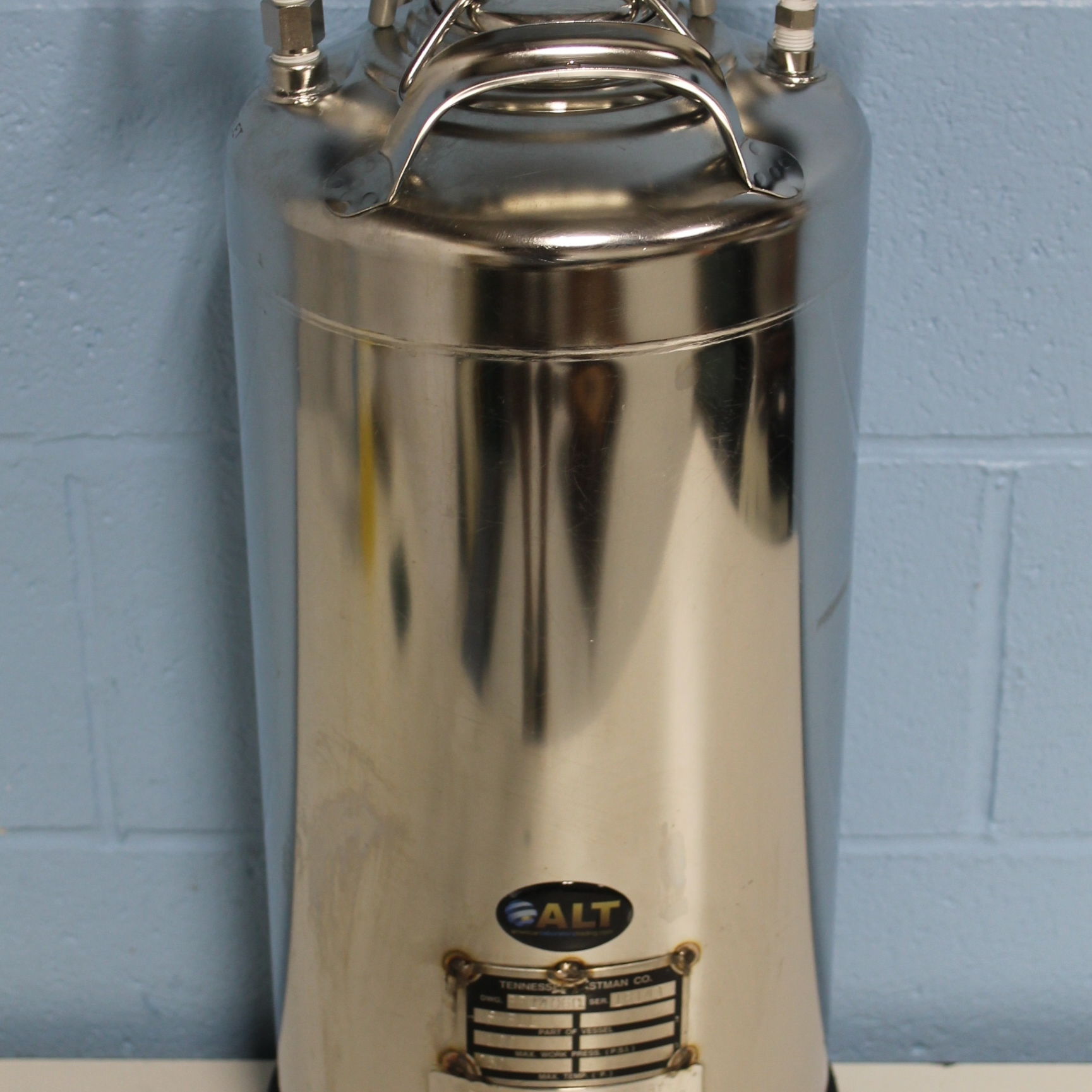 Alloy Products Corp. T316 10 Liter Wide Mouth Opening Stainless Steel Rubber Skirt Pressure Vessel Image