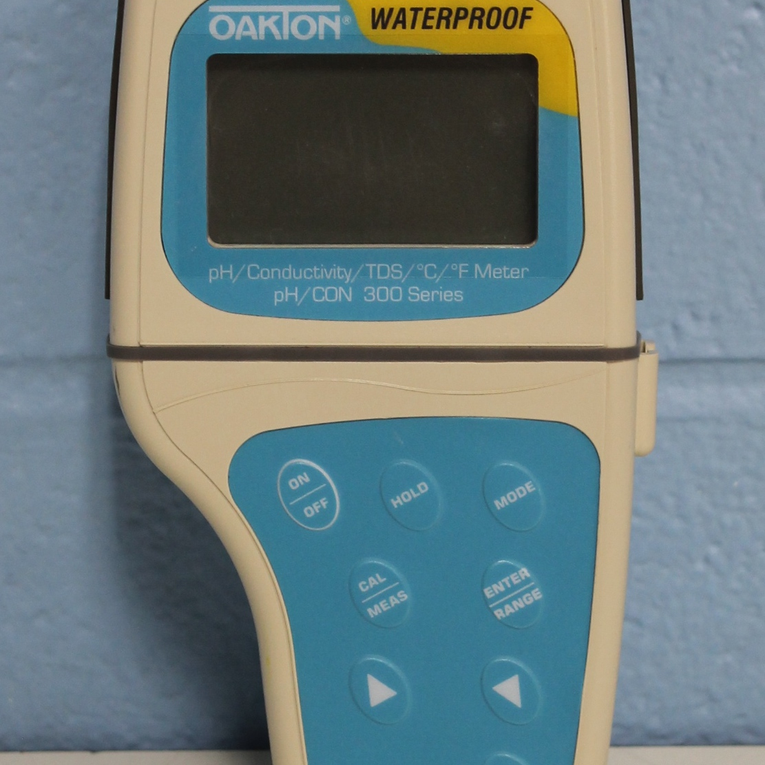 Oakton Waterproof pH/DO 300  pH/Conductivity/TDS/C/F Meter Image