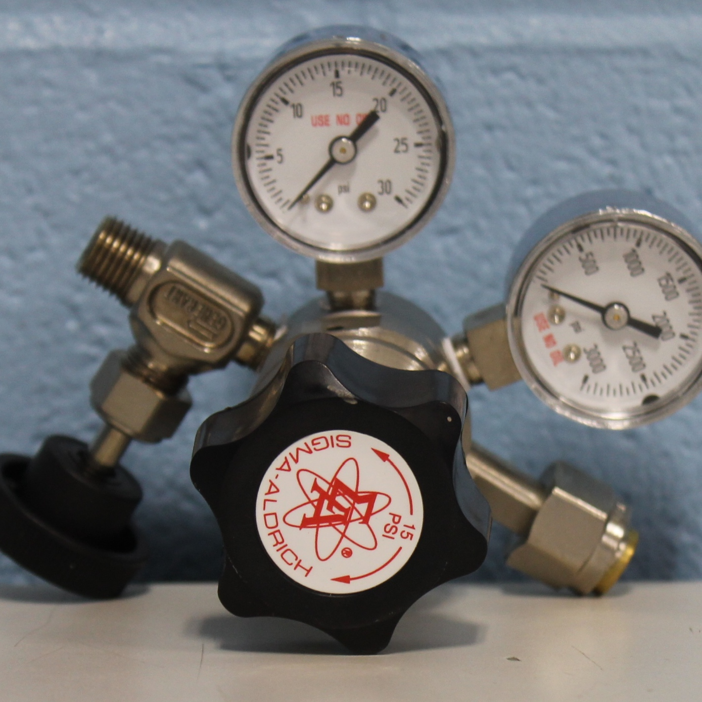 Aldrich Z146714 Non-Corrosive Lecture-Bottle Gas Regulator Image