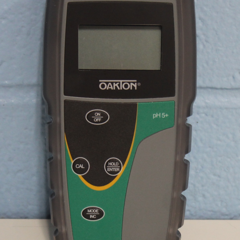 Oakton pH 5+ Handheld Meter with ATC Image